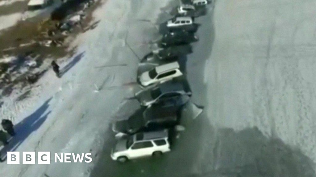 Russian fishermen pull out car from the icy sea