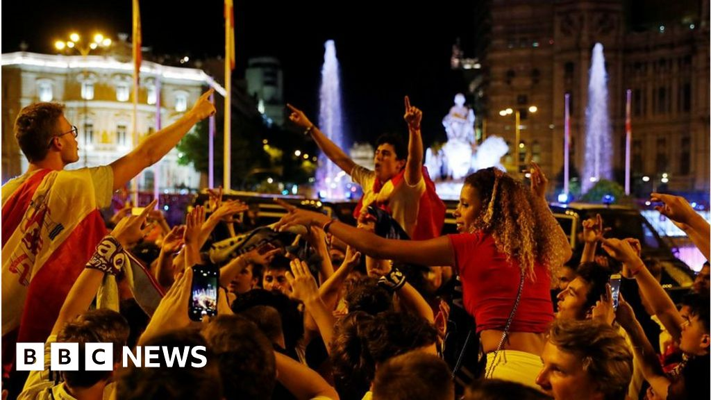 101766322 p068bwyv - Staunch Madrid fans celebrate cup victory