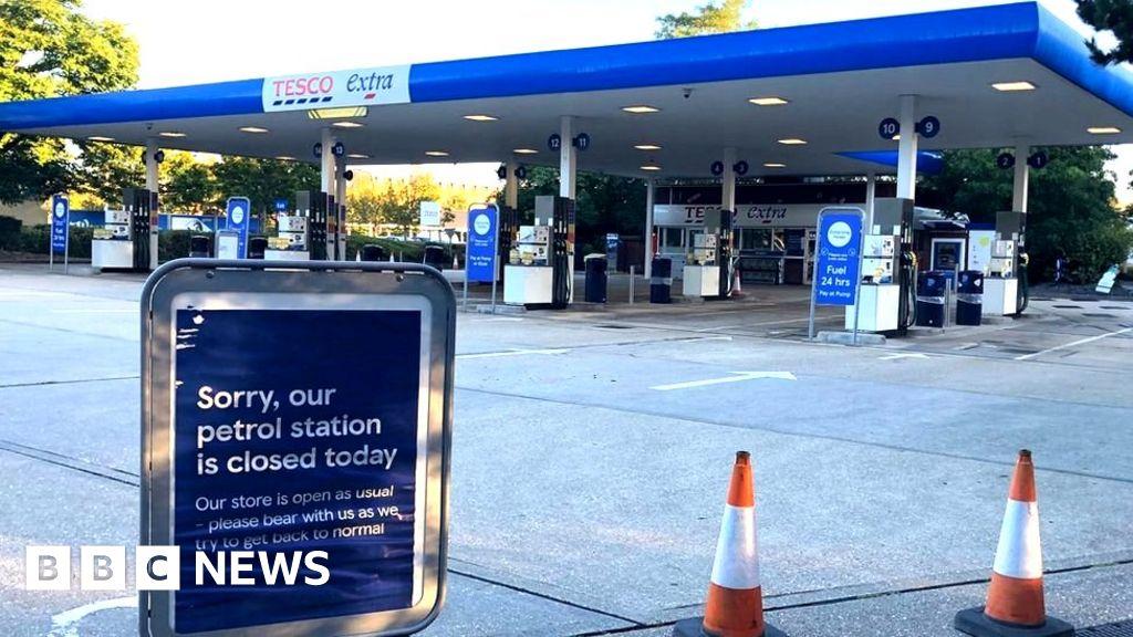 120677322 closed petrolstation