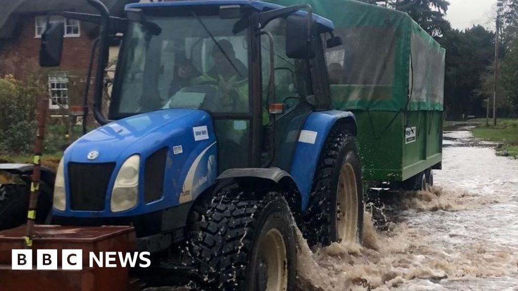 Storm Dennis: nursing home employees carried out by flooding of the tractor