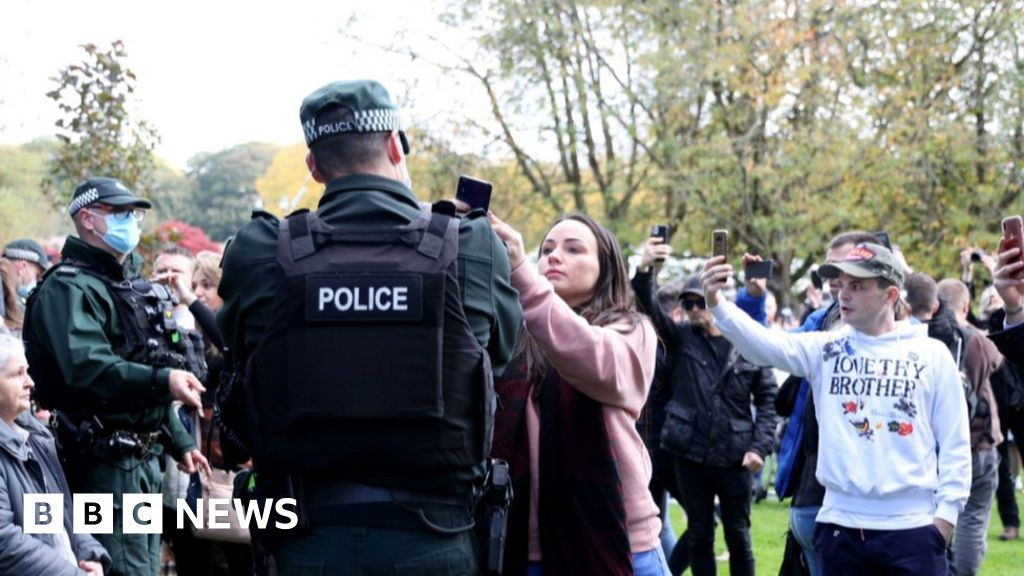 Coronavirus: Arrests at Stormont protest