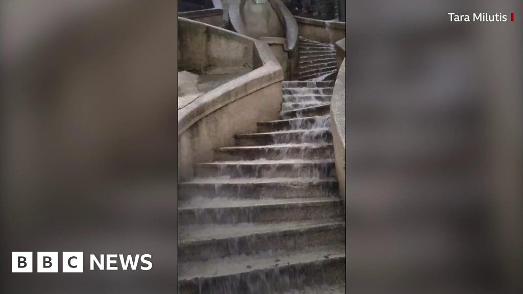 Man found dead in underpass after Istanbul floods thumbnail