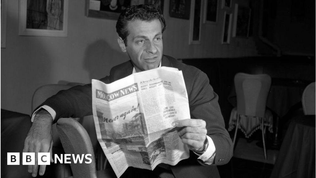Mort Sahl: Legendary comedian and satirist dies at age 94