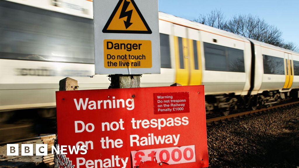 Naked sun worshippers dead body confused in the vicinity of the railway line in Essex