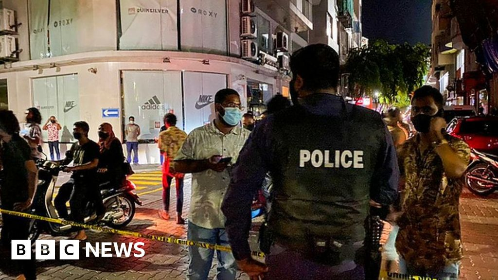 Mohamed Nasheed: Maldives ex-president in critical condition after bomb blast – BBC News