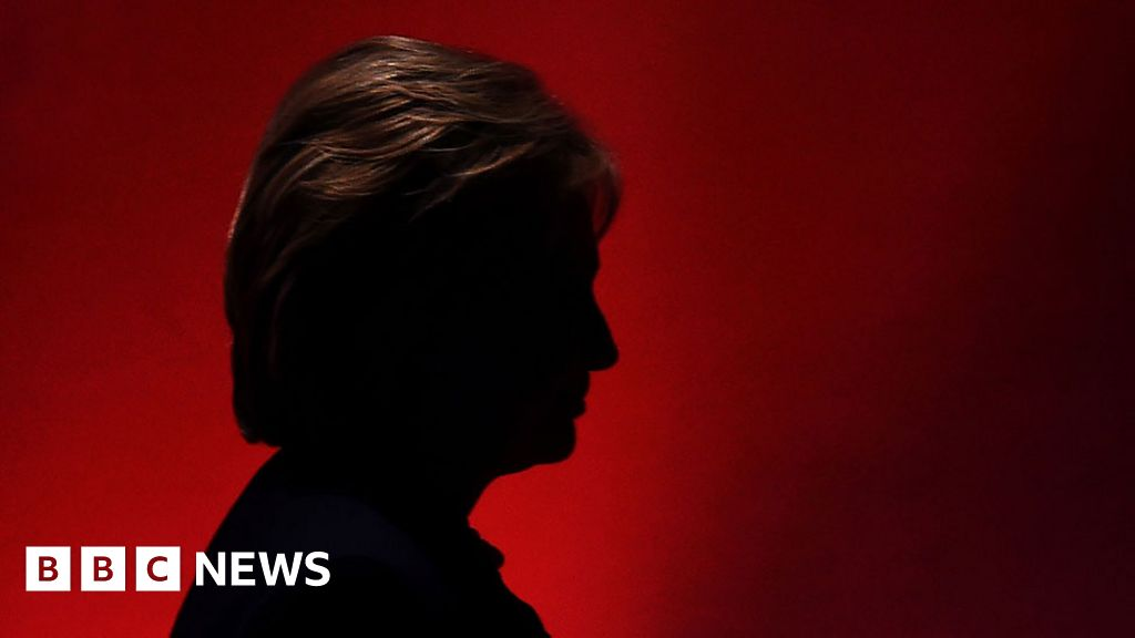 The dark depths of hatred for Hillary Clinton - BBC News