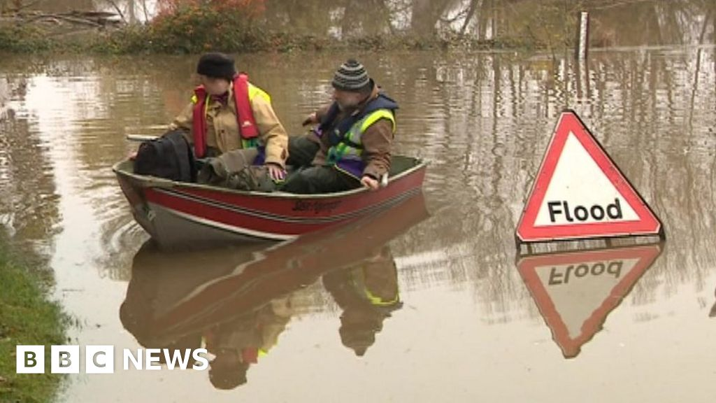 England floods: Gloucestershire residents thwarted in water battle