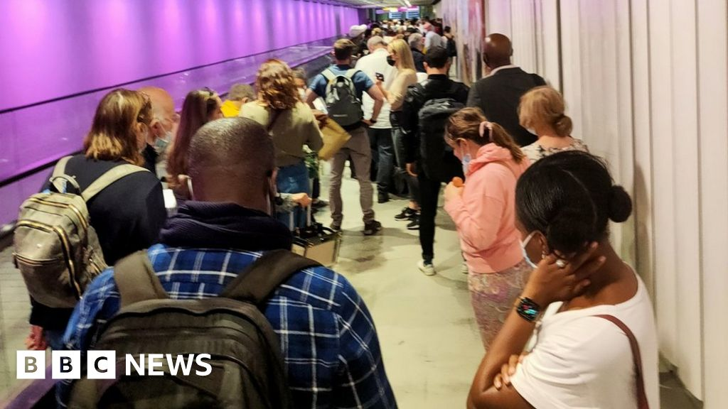 , Heathrow criticises Border Force for 'unacceptable' queues, The World Live Breaking News Coverage & Updates IN ENGLISH