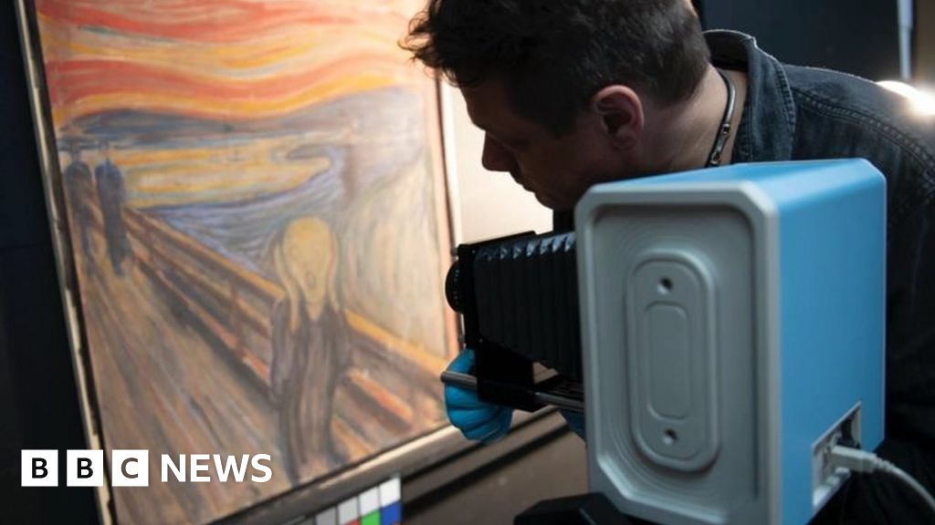 Edvard Munch wrote 'madman' Scream graffiti on painting, scans show - BBC News