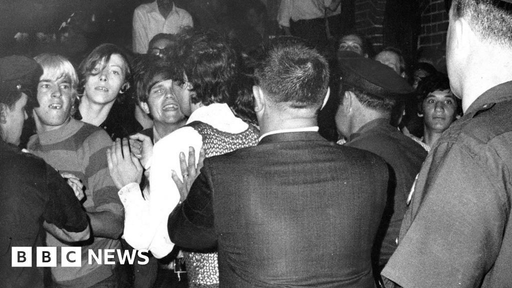 785b81bb3fc2 Stonewall: A riot that changed millions of lives - BBC News