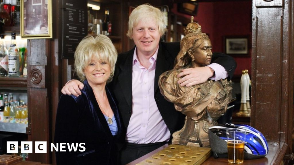Dame Barbara Windsor urges Johnson to  sort out  dementia care