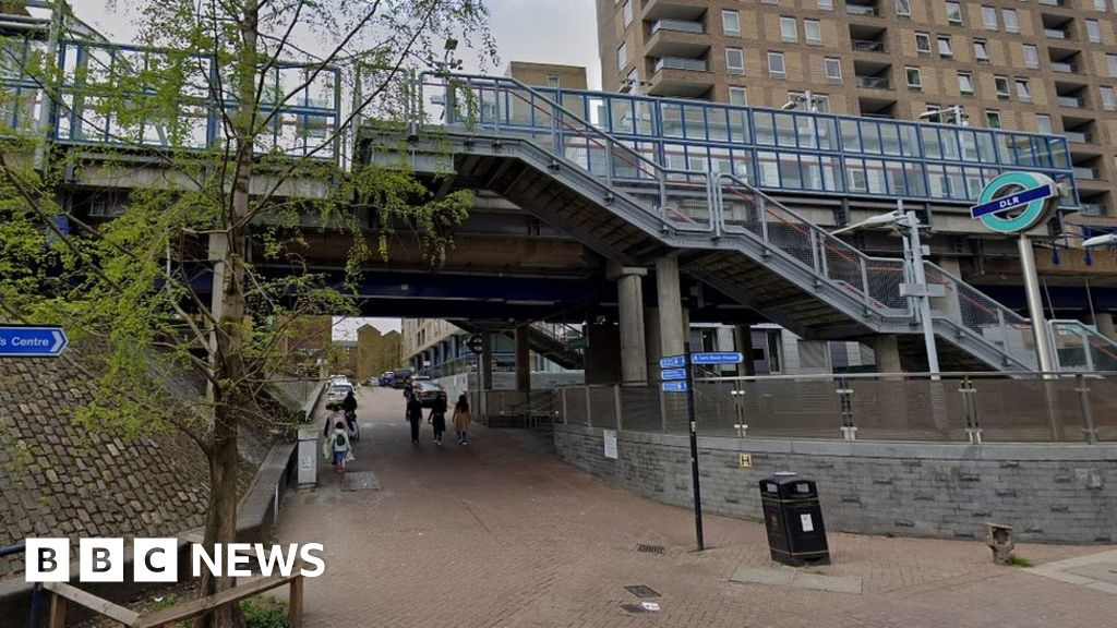 Crossharbour stabbing: Man arrested after teen killed thumbnail