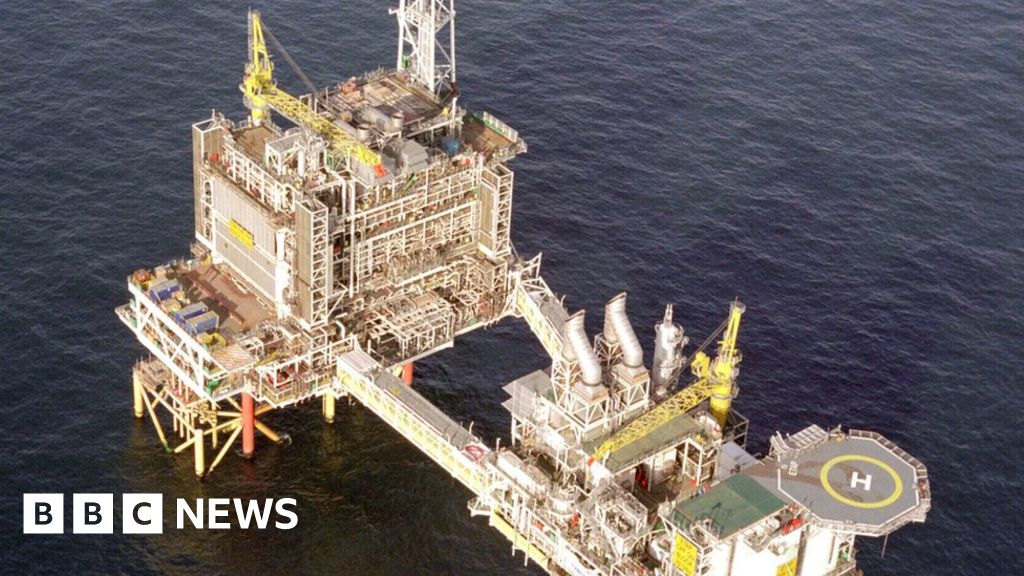 BP put workers in 'harm's way' over oil rig fire