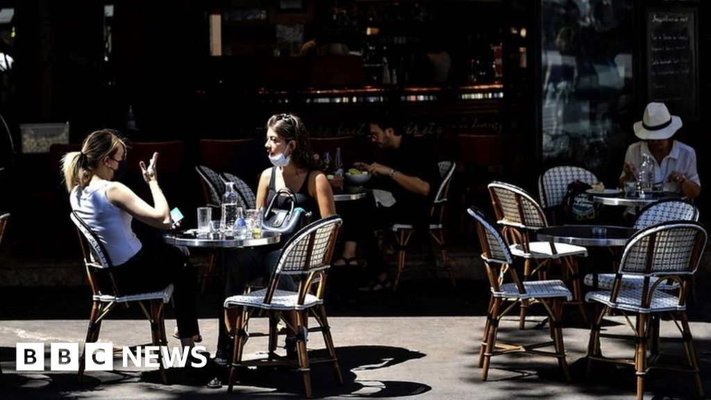 Coronavirus: Paris-to-life-back cafe with a new normal