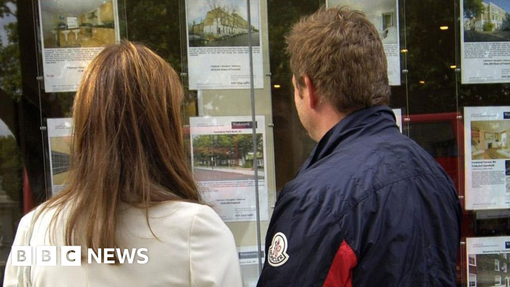 House prices at new high as buyers seek more space