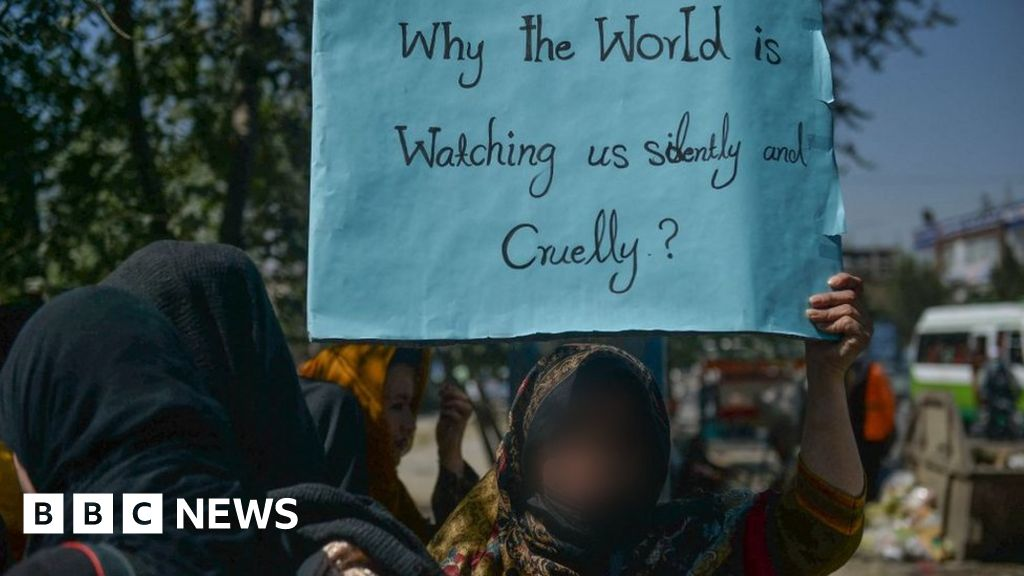 Afghanistan: Women protest against all-male Taliban government thumbnail