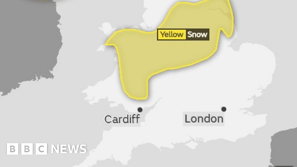Snow brings road travel warning from police