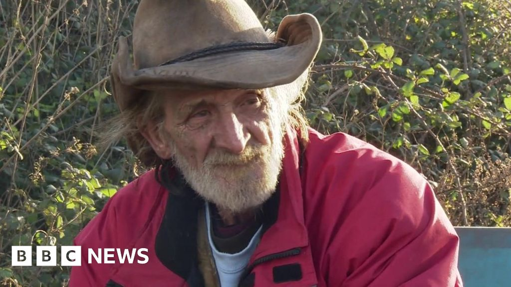 Dozens of mourners attend traveller's funeral