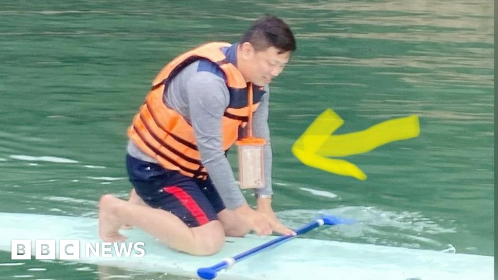 The Taiwanese drought is helping man recover the phone that fell into the lake a year ago