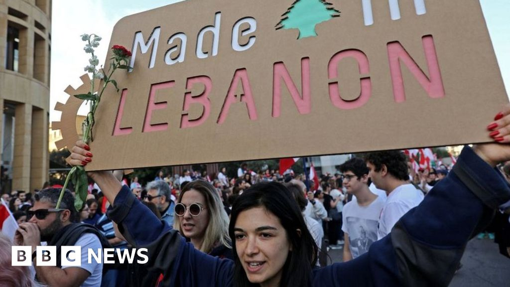 Lebanese business people back protesters' call for change