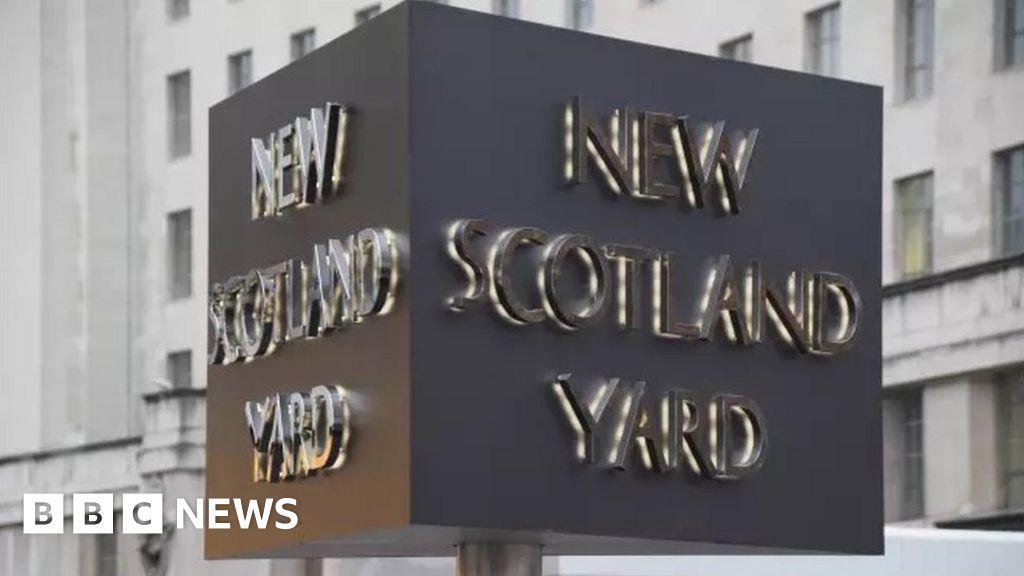 Serving Met Police officer arrested by terror unit