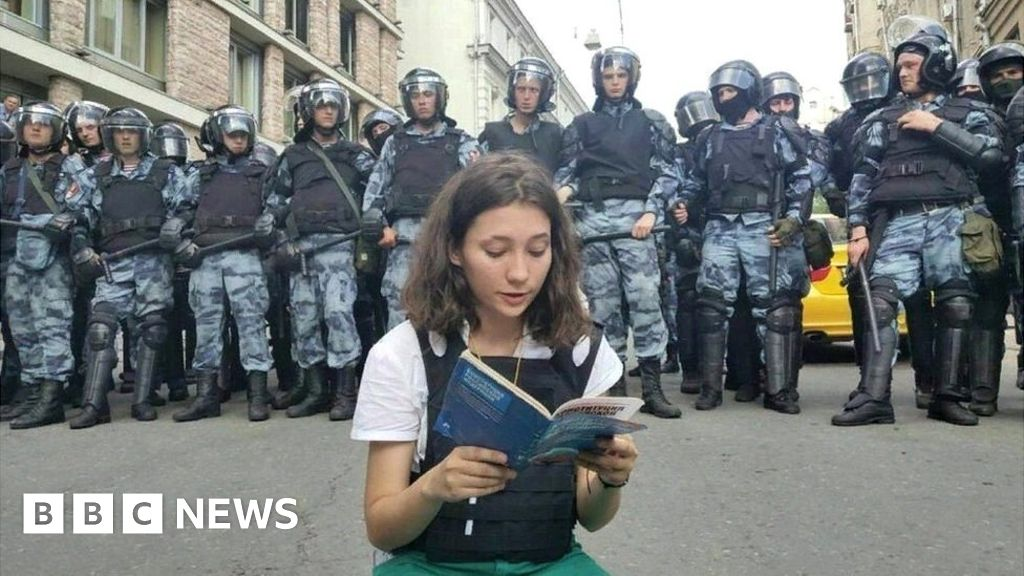 Olga Misik: Russia s 'Tiananmen teen  protester on front line