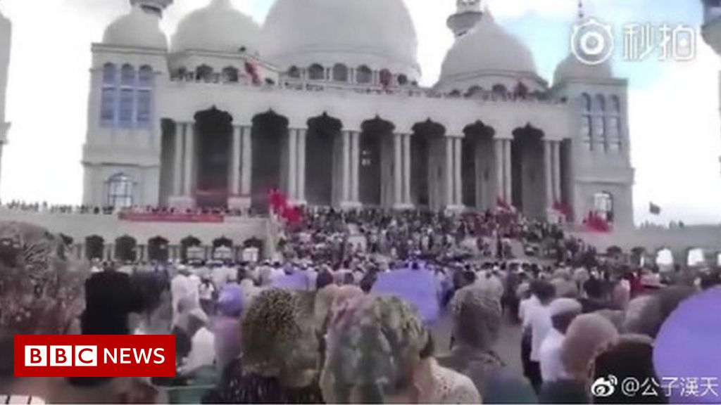 Standoff over China mosque demolition