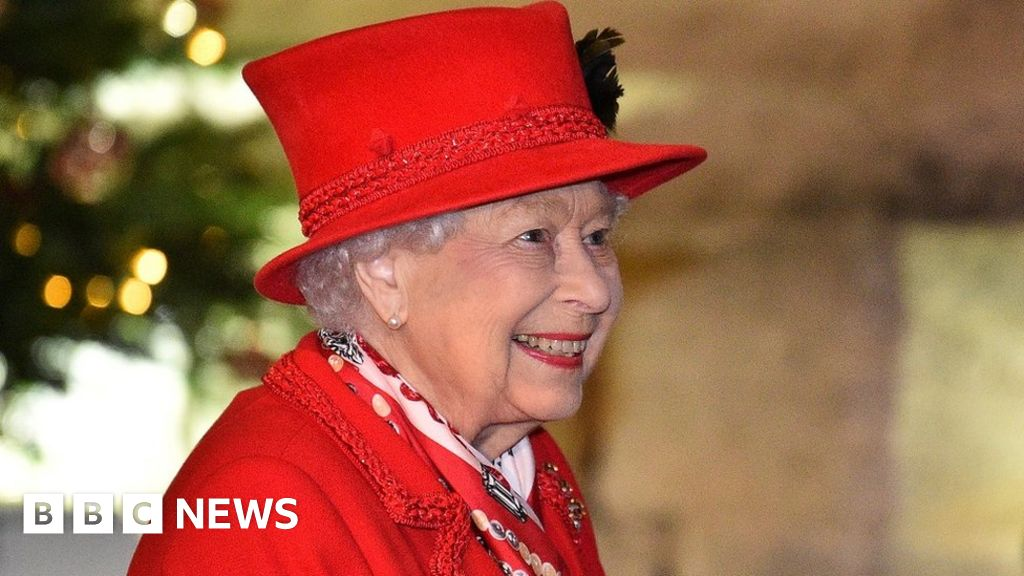 Covid: Queen spends Christmas apart from family