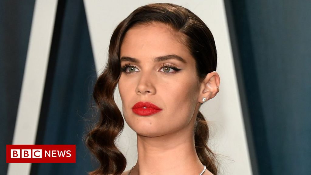 Vogue Portugal defends controversial mental health cover 2