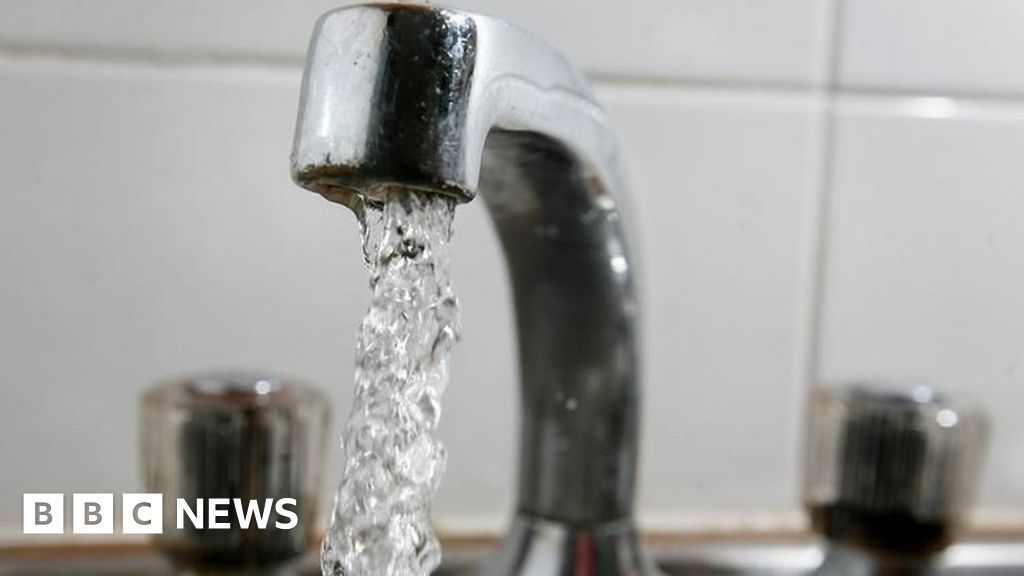 Water firms forced to cut bills by £50 by 2025