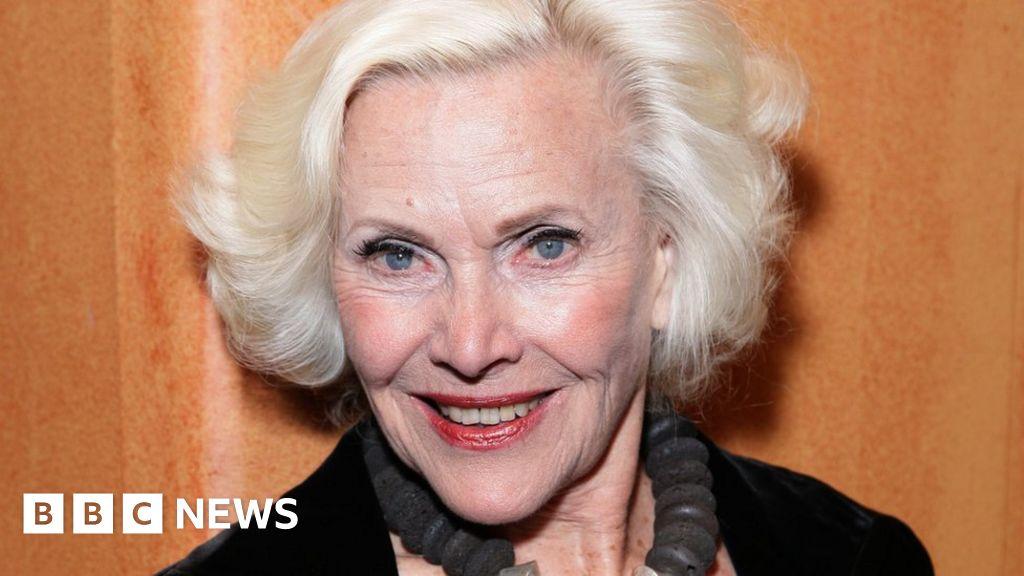 James Bond actress Honor Blackman dies aged 94 thumbnail