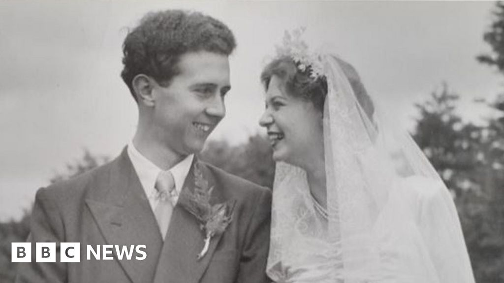 The love letters returned after 70 years thanks to Facebook romantics