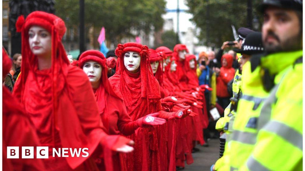 Extinction of the Rebellion-protests: UK arrests, as the global demonstrations begin