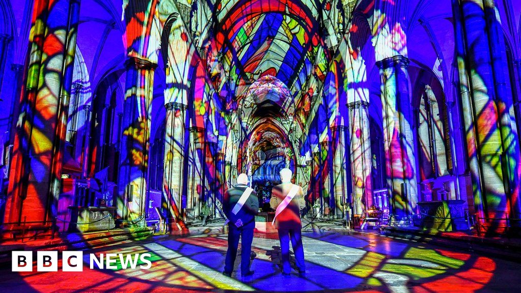 Light show marks cathedral's 800th anniversary