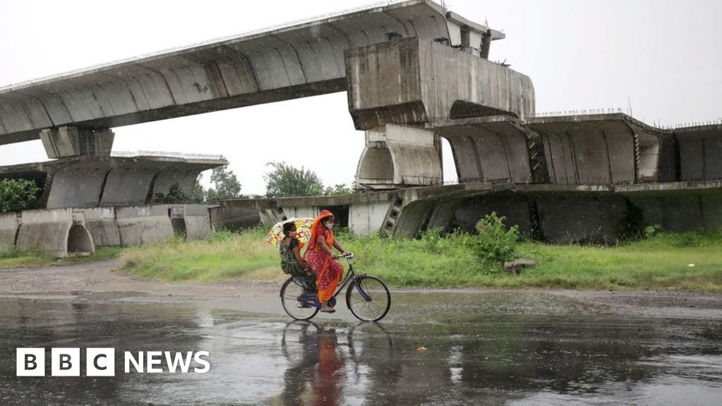 Amphan: Cyclone wreaks deadly havoc in India and Bangladesh - BBC News