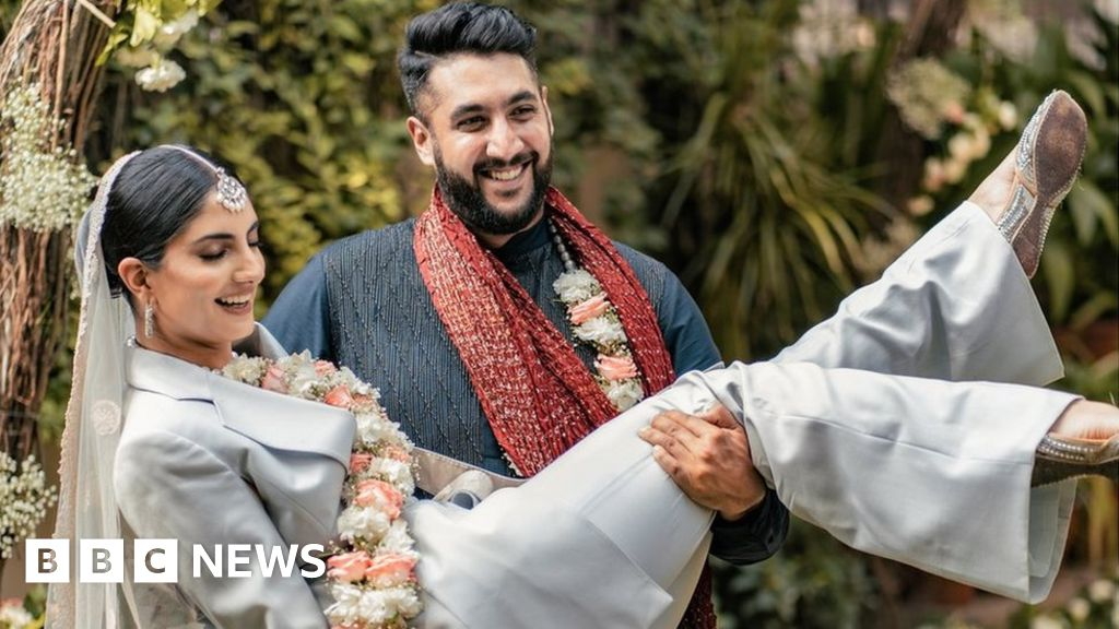 The Indian bride who wore a pantsuit to her wedding - BBC News