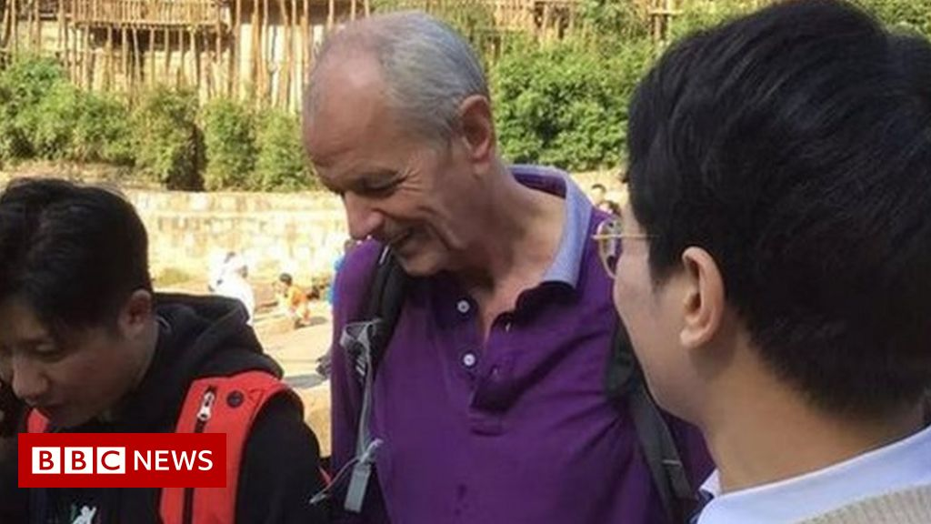 China rescue: British diplomat Stephen Ellison saves drowning woman