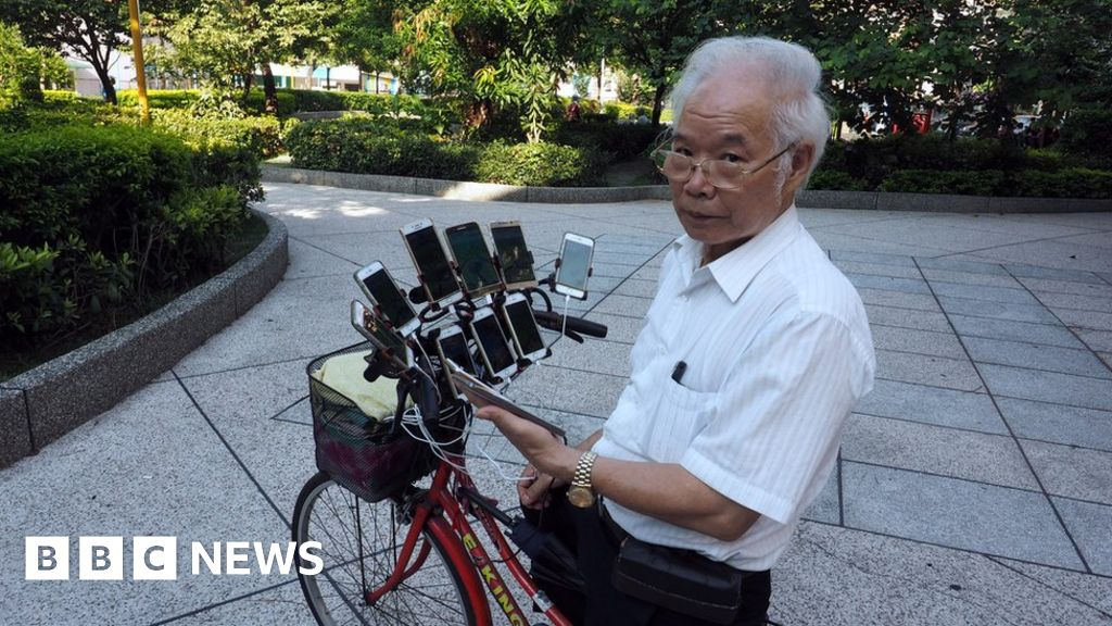 Grandfather rigs 11 phones to play Pokemon