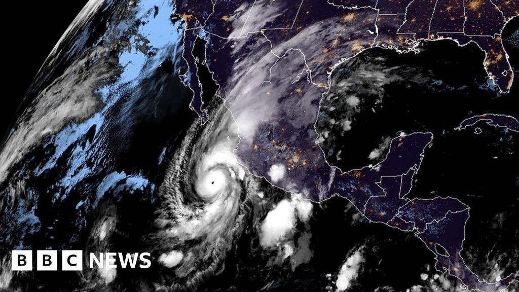 'Dangerous' hurricane to hit Mexico thumbnail