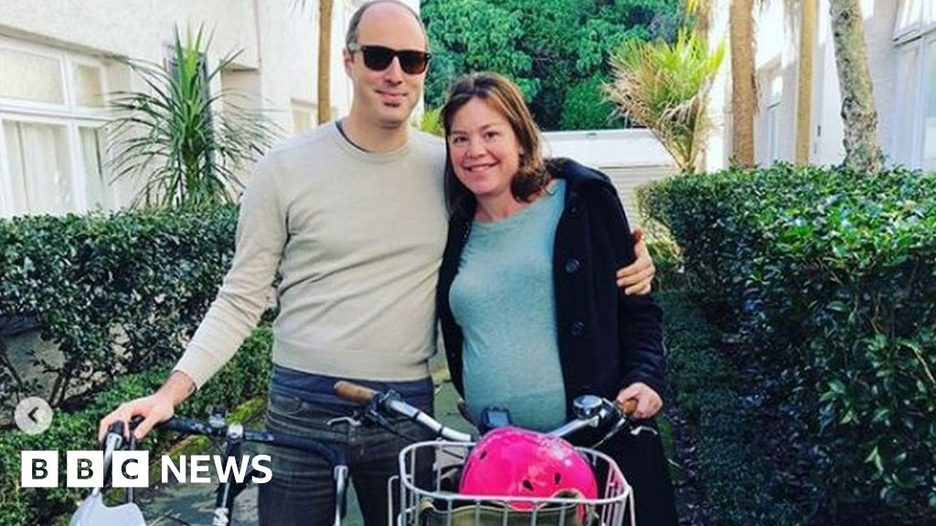 Minister cycles to hospital to give birth thumbnail