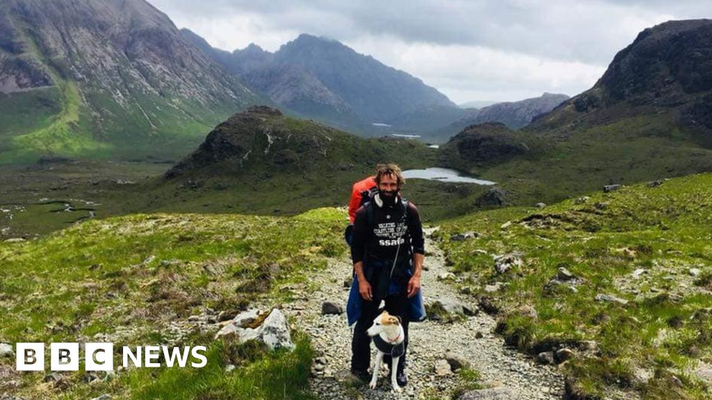 Homeless Swansea man walks 8,000 miles as thank you for help - BBC News