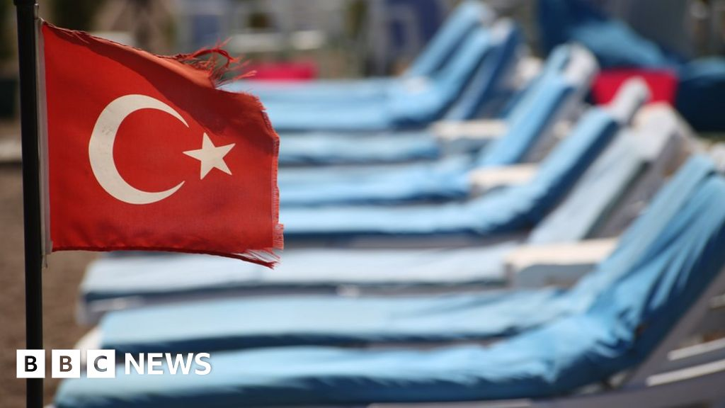 Turkey tourism: an industry in crisis - BBC News