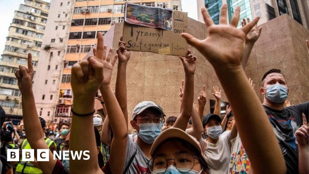 Hong Kong security law: Pro-democracy books pulled from libraries - BBC News