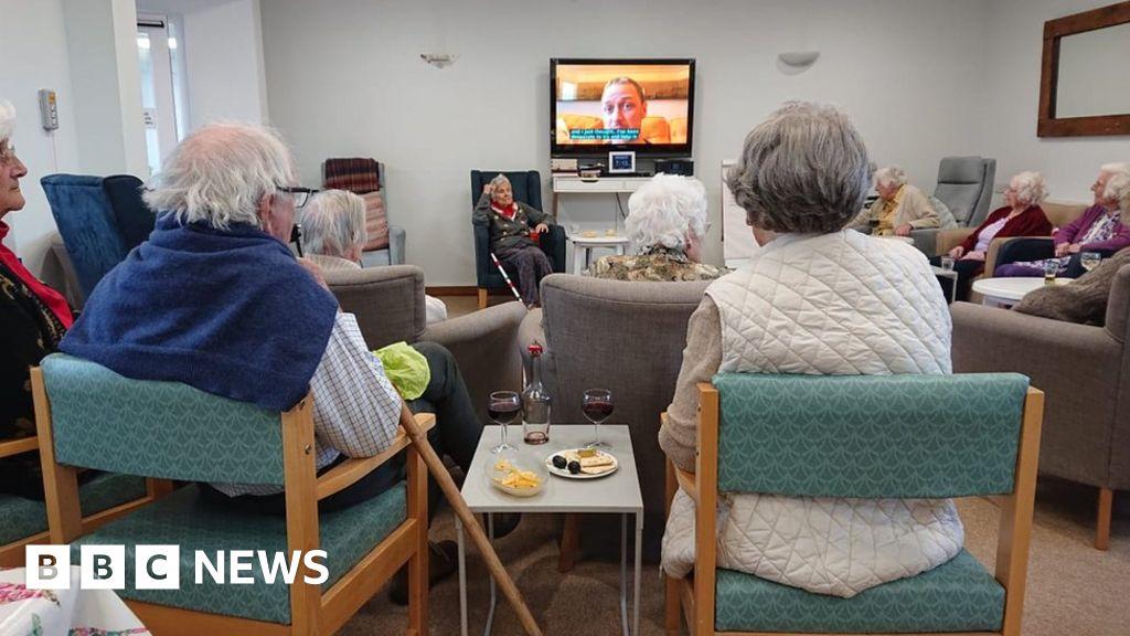 Coronavirus: nursing home employees fight tests