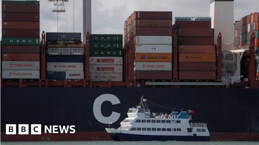 UK economy faces weakest growth since 2009, employers warn
