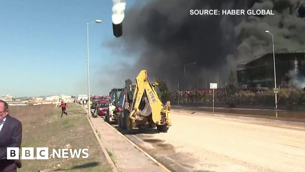 Huge explosion at Turkish chemical factory
