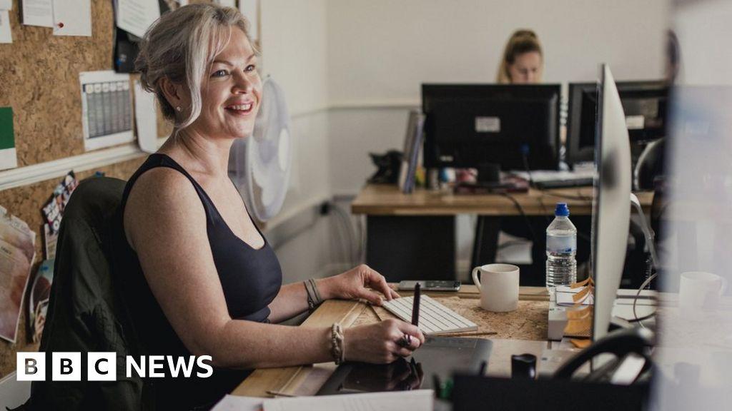 Coronavirus: Matt Hancock rejects face coverings for offices - BBC News