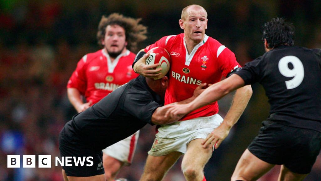 Ex-Wales rugby captain Gareth Thomas reveals he has HIV