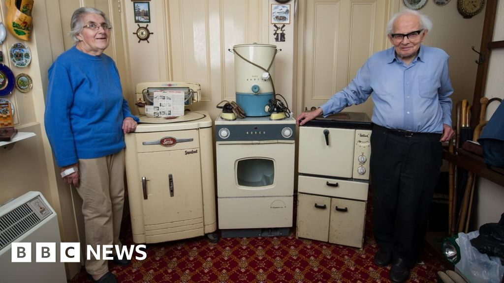 Exeter Couple Finally Ditch 1950s Appliances   BBC News