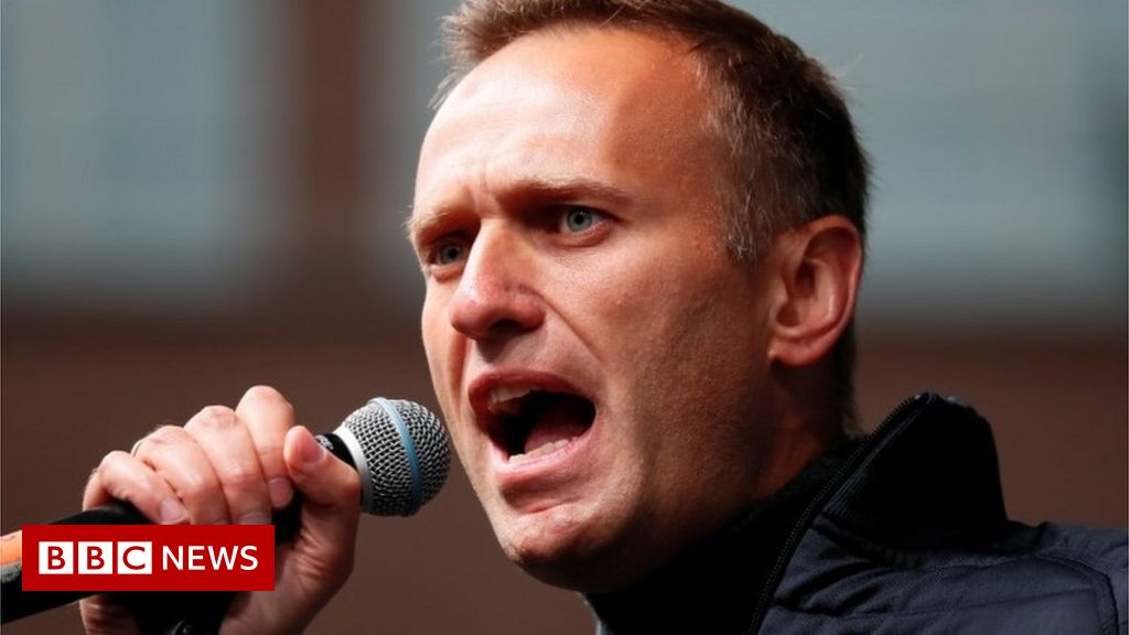 Alexei Navalny: Russia opposition leader poisoned with Novichok thumbnail